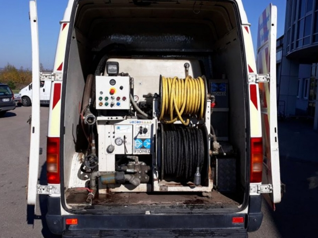 Maszyna ciśnieniowa typu WUKO firmy RIONED do czyszczenia rur o średnicach Ø 100-400 mm